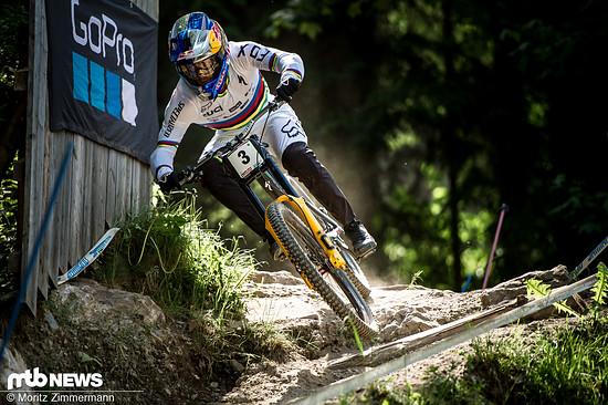 Kein Mensch wirkt auf dem Rad so kontrolliert, sicher und gleichzeitig pfeilschnell wie Loïc Bruni
