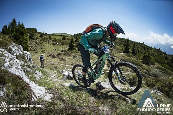 ...Team Max Schumann/Ines Thoma kämpfen sich schon den ersten Gegenanstieg nach oben.
