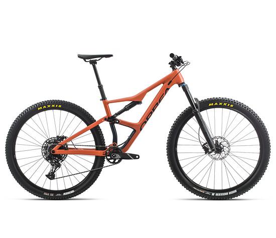 … sondern auch als Aluminium-Bike, dessen Rahmen ebenfalls auffällig ist.