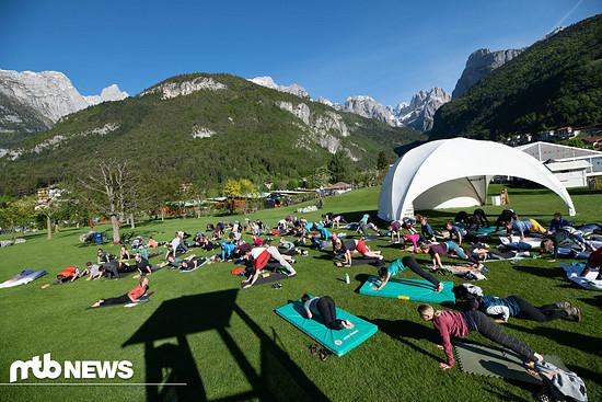Motivierte Biker hatten am Morgen die Möglichkeit, bei Yoga-Workshops mitzumachen.