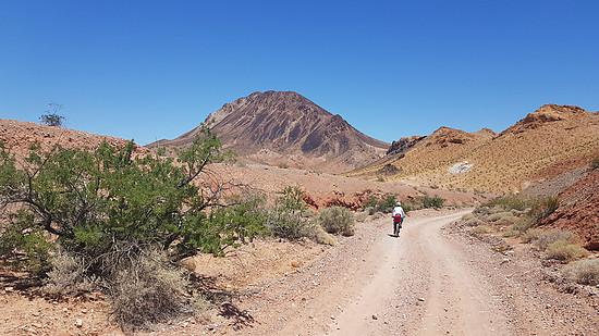 Wie es in der glühendheißen Wüste Nevadas weitergeht, les ihr im Thema!