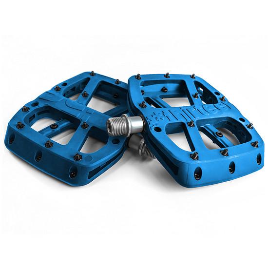 … bietet e*thirteen außerdem eine 49,90 € günstige Base-Version mit Plastik-Pedalkörper an.
