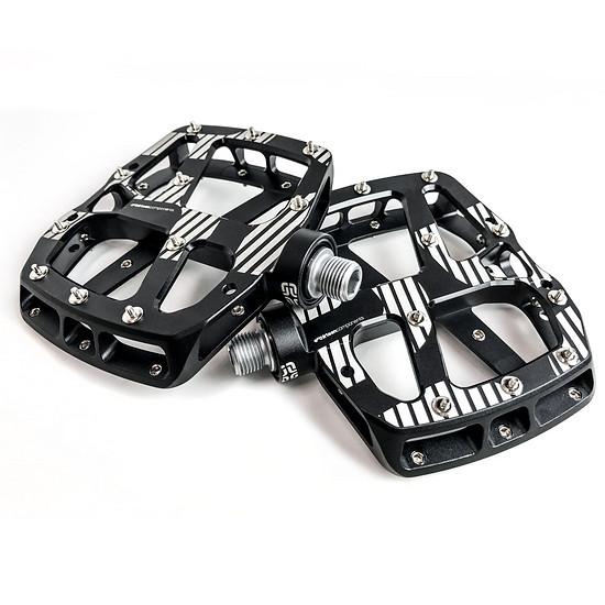 Neben dem 149,00 € teuren Plus-Pedal aus CNC-gefrästem Aluminium …