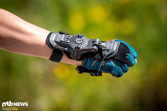 Die Mobius X8 Wrist Brace kann definitiv helfen, nach einer schweren Handgelenksverletzung wieder aufs Rad zu steigen