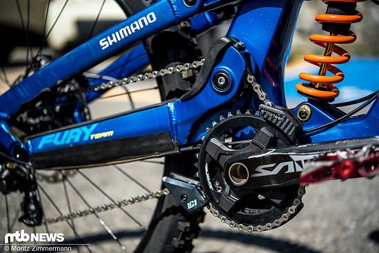 Die Kettenumlenkung minimiert den Pedalrückschlag beim Einfedern.
