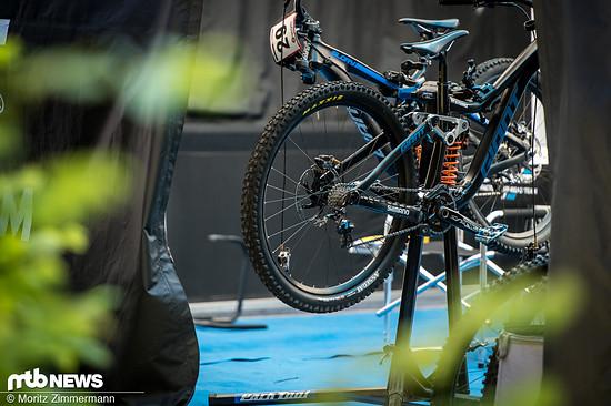 Die Einsätze an der Hinterrad-Nabe lassen vermuten, dass man hier das Hinterrad in einer hohen oder tiefen Position einbauen kann.