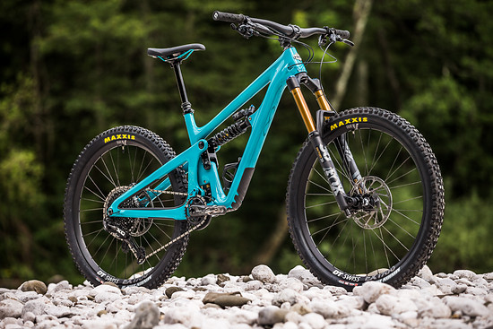 """Das neue Yeti SB165 rollt auf 27,5""""-Laufrädern und verfügt über 180 mm Federweg an der Front sowie 165 mm am Heck"""