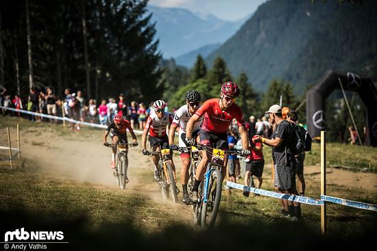 Über weite Strecken bestimmten Sean Fincham, Vlad Dascalu und Filippo Colombo (erste Drei, von vorne) das Rennen