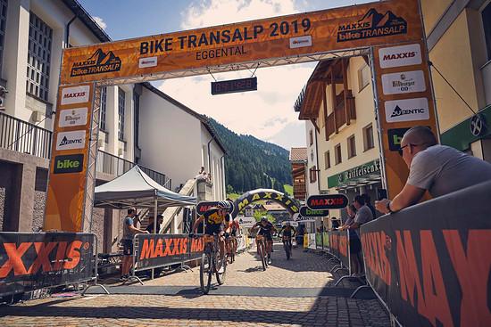 Der Zielsprint der dritten Etappe: Auch wenn Daniel Geismayr als Erster den Zielstrich überquert konnten sich Ole Hem und Marco Rebigliati den Tageserfolg sichern