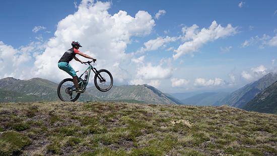 In Morzine kurbeln wir lockere zwei Stunden über die Trails. Ohne Downhill-Rad, aber dafür mit Jamie Nicoll!