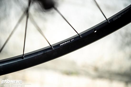 Mavic setzt am Deemax DH-Laufradsatz auf 28 mm breite Aluminium-Felgen. Die neue Felge soll deutlich haltbarer als der Vorgänger sein.