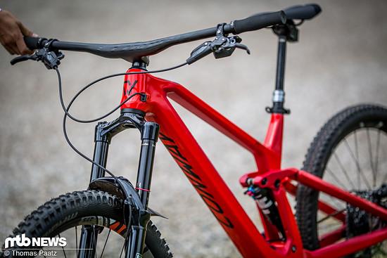Ebenfalls interessant: Am Bike war eine einteilige Lenker-Vorbau-Kombination aus Carbon montiert