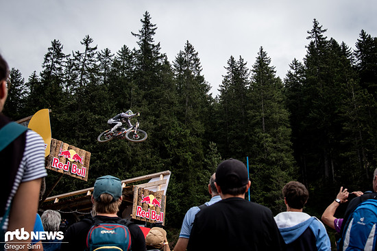 Minnaar drückte den finalen Drop über den Köpfen der Zuschauer-Mengen mit Maximal-Tempo weg