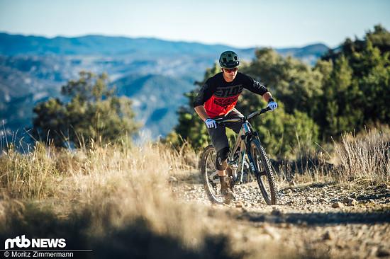 Bergauf ist das YT Jeffsy eher gemütlich unterwegs und erinnert eher an ein modernes Enduro als an ein spritziges Trailbike.