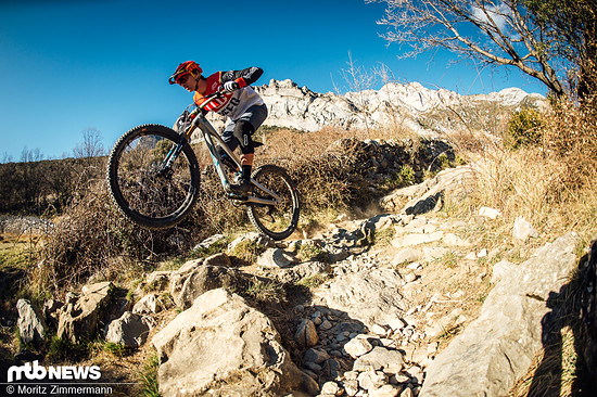 Grobes Geläuf, viele Steine und harte Schläge sind genau das Terrain des Jeffsys, hier macht dem YT kein anderes Bike in unserem Vergleichstest etwas vor