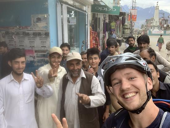Egal wo wir hinkommen, sorgen unsere Bikes für Aufläufe