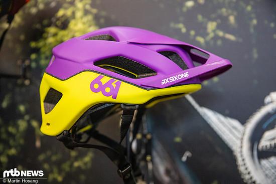 Der SixSixOne Crest-Helm schlägt mit einem Preis von 109 € zu Buche und ist in den Farben Schwarz, Blau, Orange und Gelb-Lila erhältlich.