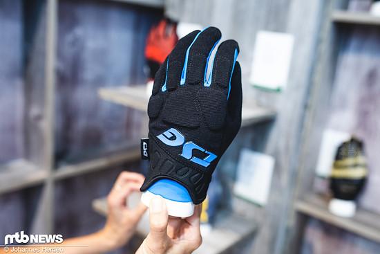 """Der """"Trail S Glove"""" ist ein Freeride-Handschuh mit Extra-Protektoren auf den Knöcheln"""