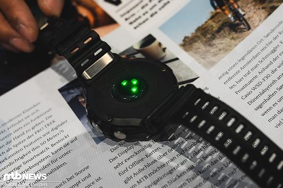 Wie von anderen Smartwatches bekannt, lässt sich mit der Uhr via optischem Sensor auch die Herzfrequenz aufzeichnen