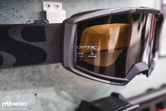 Dazu sind die verschiedensten Gläser erhältlich, um die Goggle den Lichtverhältnissen anpassen zu können