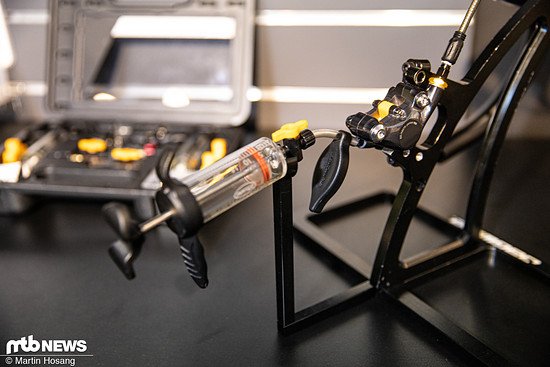 Das Bleed-Kit kommt mit sehr hochwertig anmutenden Spritzen und ist sowohl für Mineral-Öl- als auch für DOT-Bremsen erhältlich.