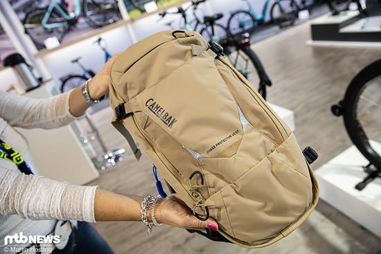 Wer auf Nummer sicher gehen will, legt sich den neuen Camelbak Chase Protector Vest-Rucksack zu, dieser verfügt über einen integrierten Rückenprotektor