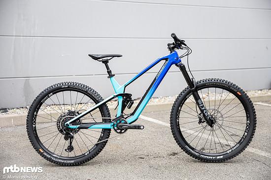 """Das Conway WME setzt auf einen schicken Carbon-Rahmen und ist sowohl mit 29""""- als auch mit 27,5""""-Laufrädern erhältlich."""