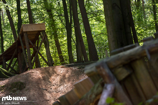 Aber auch vor Sprüngen sollte eine Trail-Federgabel nicht zurückschrecken