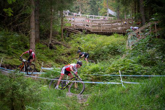 Fünf Fahrer bestimmten an der Spitze des Herrenrennens das Rennen: Mathias Stirnemann, Reto Indergand, Maxime Marotte, Anton Cooper und die deutsche Hoffnung Ben Zwiehoff waren auch zu Beginn des Rennens an der Spitze zu finden