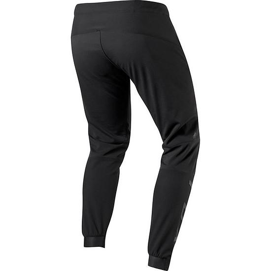 Die 150,00 € teure Hose ist in Camouflage oder Schwarz erhältlich.