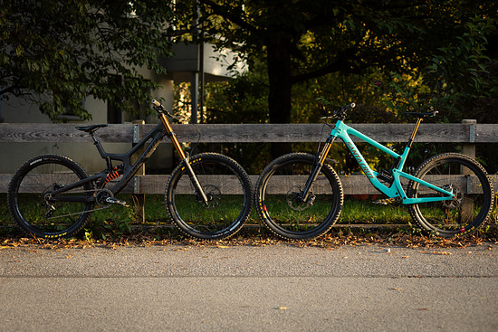 Santa Cruz V10.7 CC L und Bronson V3 CC L