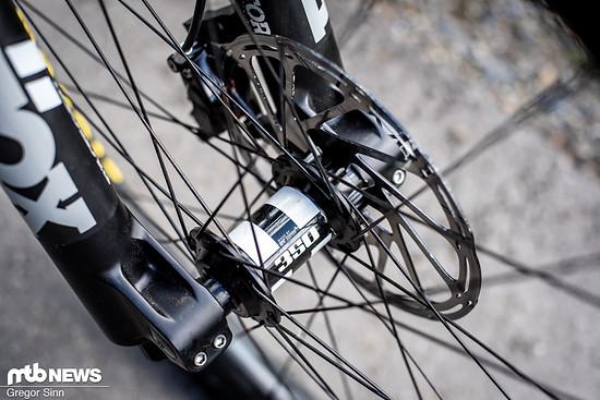 Für ein 8.799 € Rad etwas sehr günstig fanden wir die DT Swiss 350-Naben