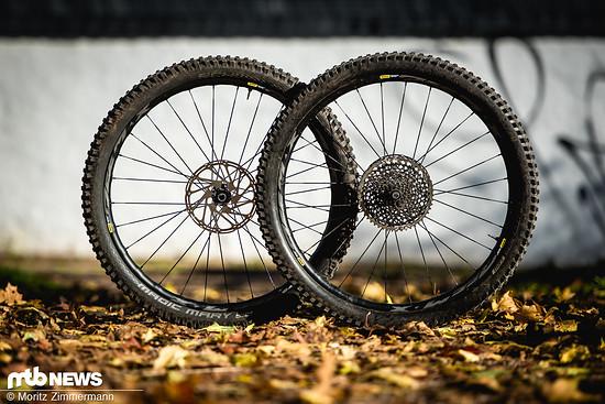 Der Mavic Deemax Elite-Laufradsatz kann sowohl mit einer ausgewogenen Fahr-Performance als auch mit einer sehr guten Haltbarkeit überzeugen
