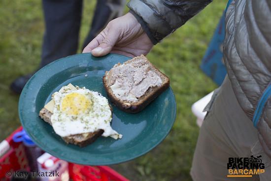 … und dazu gibt's ein deftiges Frühstück