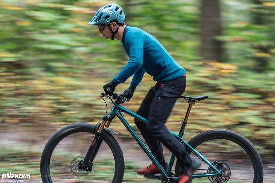 Sour Bikes hat es mit dem Crumble geschafft, ein sehr ausgewogenes Trail-Hardtail auf die Räder zu stellen, das beinahe überall eine solide Figur macht