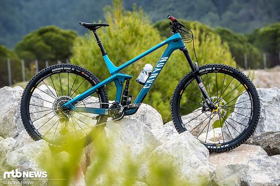 Das Modell Strive mit ähnlicher Ausstattung gibt es für 5.499 € beim Direktversender Canyon