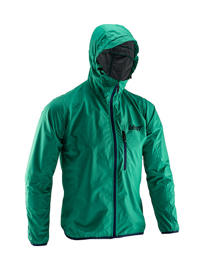 Die Leatt Jacket DBX 2.0 schützt vor Regen und Wind