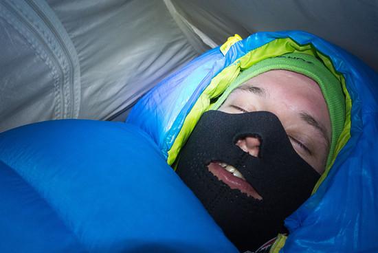Schlafen im winterlichen Himalaya