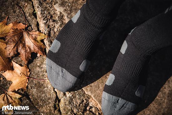 Die robuste Oberfläche der XLC-Socken schützt die Membran im Inneren vor Beschädigungen und gewährleistet so eine lange Funktion.