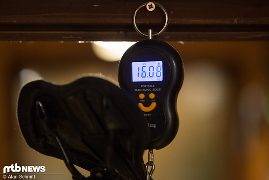 Gewicht mit Pedalen und Trinkflaschenhalter