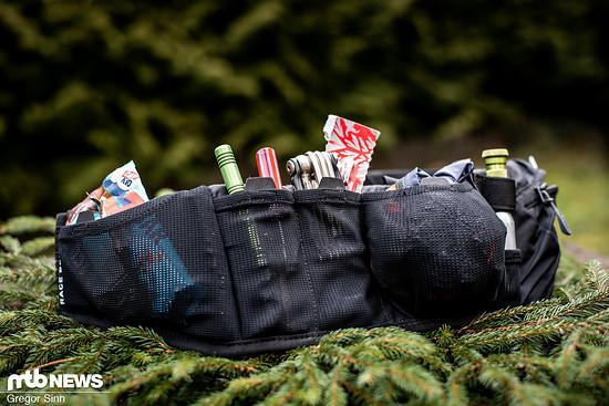 Der Evoc Race Belt kostet 44,95 €, verfügt über eine Vielzahl an Taschen und bietet Platz für die meisten wichtigen Utensilien für unterwegs