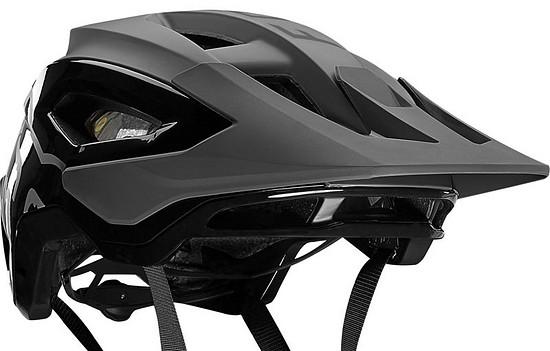 Der neue Fox Speedframe-Helm soll sich an Trailbiker richten und mit einem hohen Komfort sowie einer ausgezeichneten Belüftung begeistern.