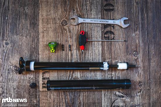 Maulschlüssel und 2 mm-Innensechskant