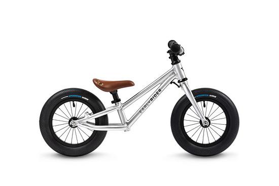 """... während das ebenfalls mit 12"""" Laufrädern ausgestattete Early Rider Charger auf den urbanen Einsatz abzielt"""