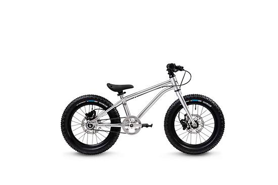 ... oder für 50 € Aufpreis als Early Rider Seeker X16 mit hydraulischen Scheibenbremsen erhältlich