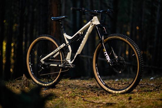"""Beim Commençal Meta TR SX handelt es sich um eine besonders auf Fahrspaß optimierte Version des bekannten 29""""-Trailbikes"""