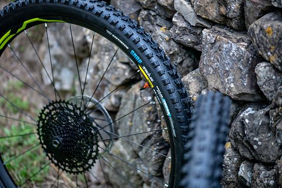 """Die Reifen kommen in 2.35"""" Breite und in zwei verschiedenen Wandstärken"""