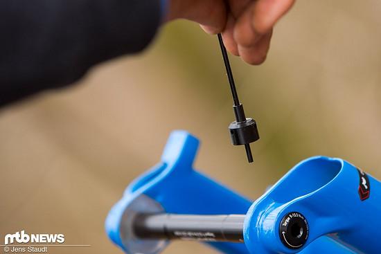 Kleines, aber praktisches Werkzeug an der neuen SID-Gabel