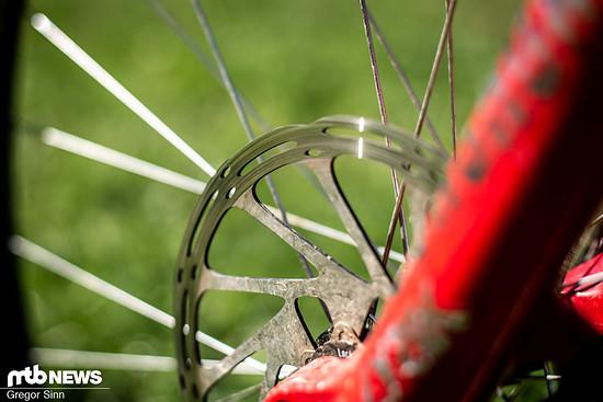 Nicht nur die Bremsbeläge, auch die Scheiben verschleißen