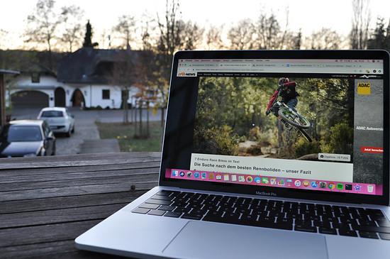 Informiere dich anhand von Testberichten und Vergleichstests über dein neues Bike.